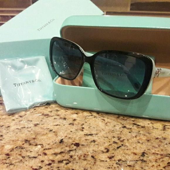 bc5f8915349 Tiffany   Co Sunglasses Beautiful Tiffany Green.  M 5a4a18ed8df4704b8203dcad. Other Accessories ...